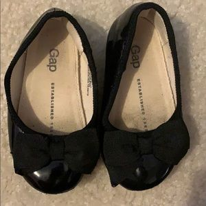 BabyGAP girls patent leather ballet flats